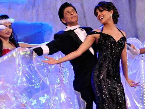 Shahrukh And Priyanka Rocking Dance Performance At 19th Colors Screen Award Ceremony 2013