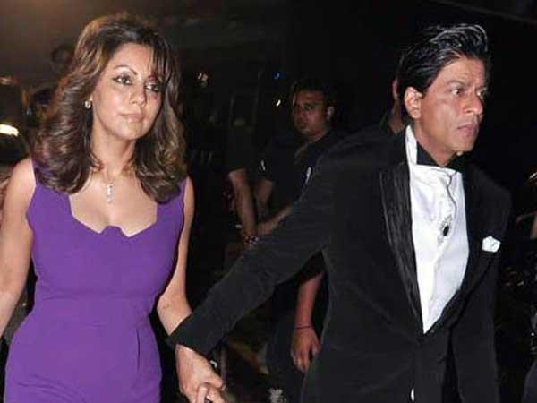 Shahrukh With Wife Shahrukh Arrived At 19th Colors Screen Award Ceremony 2013