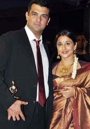 Siddharth With Wife Vidya Make An Appearance At 19th Colors Screen Award Ceremony 2013