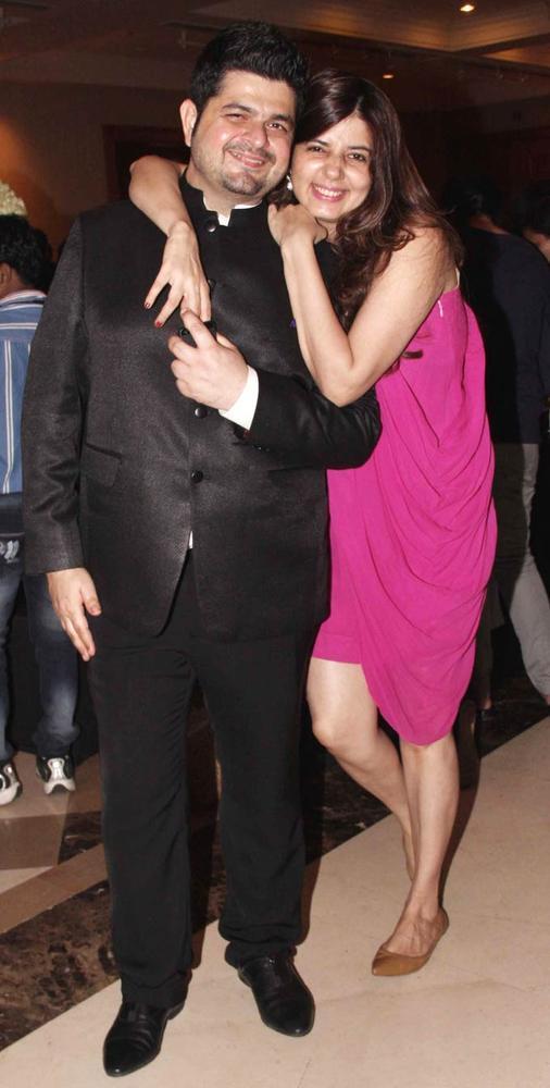 Dabboo Ratnani With Wife Manisha Smiling Pose At Beti Fashion Show