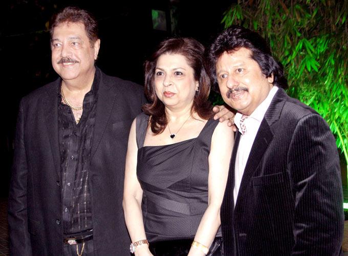 Surendra And Pankaj With Wife Farida Snapped At Surendra Wadhwanis Birthday Bash