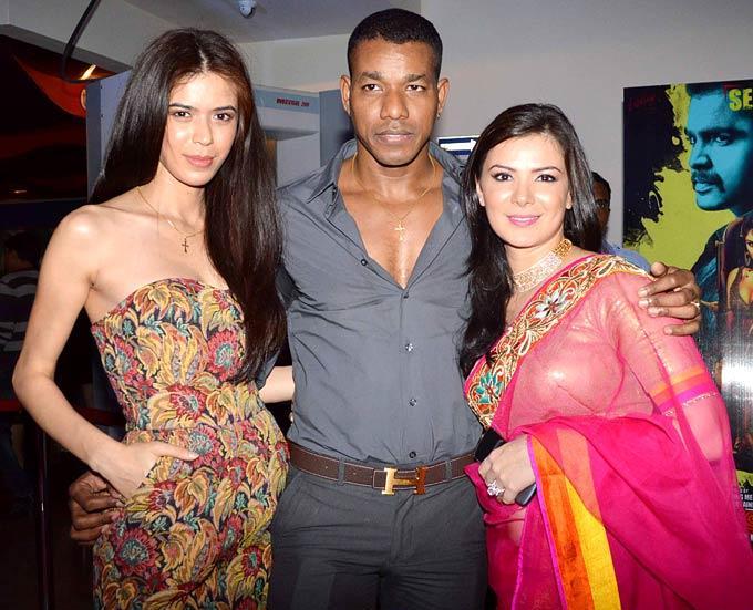 Sucheta With Boyfriend Harrison And Sister Urvashi Snapped At Mumbai Mirror Screening