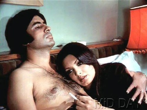 Parveen Babi with Amitabh Bachchan Hot Still In The Blockbuster Deewar