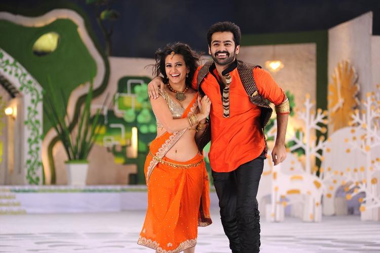 Ram And Kriti Song Still From Ongole Gittha Movie