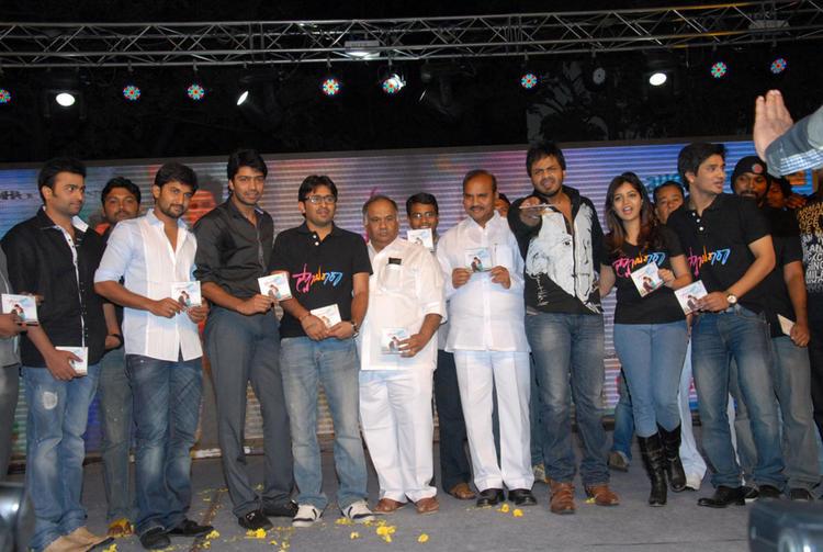 Swati,Allari Naresh,Manoj Kumar,B.V.S.N. Prasad,Nani,Nikhil And Nara Rohit Show The CD At Swamy Ra Ra Audio Release Function
