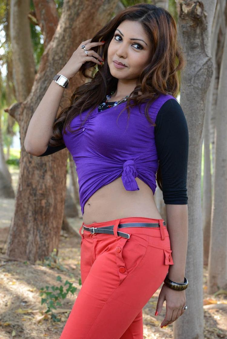 Komal Jha Sexy Look Photo From Movie Eduruleni Alexander
