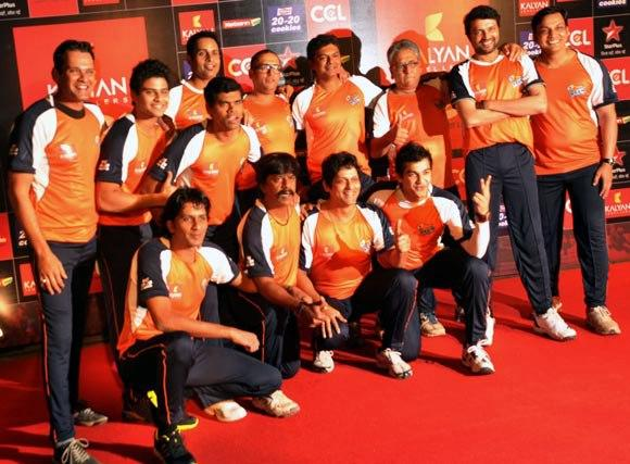 A Team Posed For Photo At Celebrity Cricket League Curtain Raiser 2013