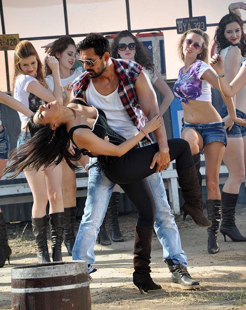 John And Chitrangada Dancing In A Song At I Me Aur Main Shooting Location