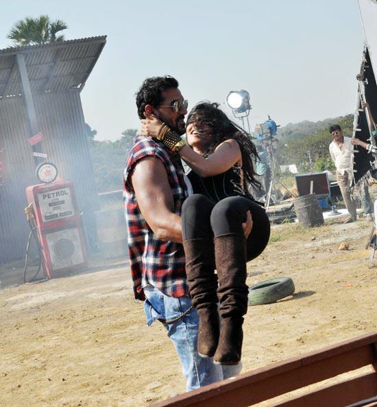 John Lift Chitrangada In A Scene At I Me Aur Main Shooting Location