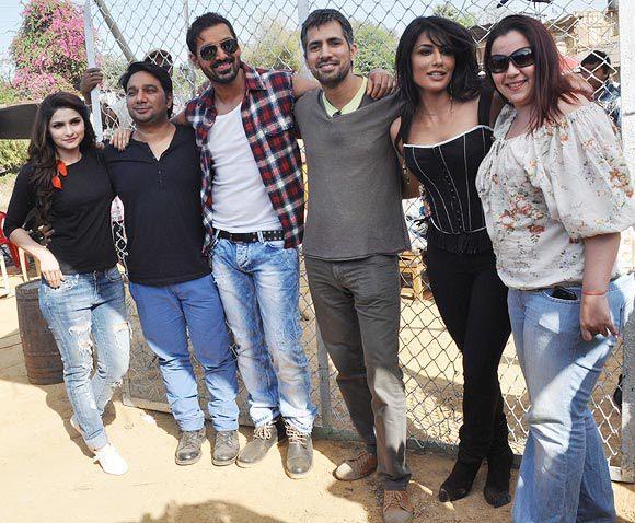 John,Prachi And Chitrangada  With The Team Posed For Camera At I Me Aur Main Shooting Location