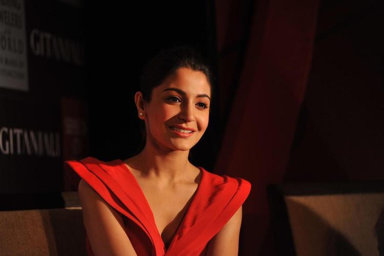 Anushka Sharma Cute Smiling Face At Gitanjali Jewellry Launch Event