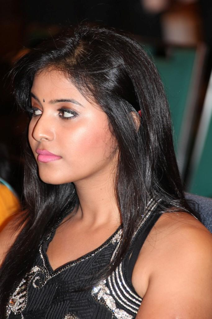 Anjali Looked Gorgeous In A Black Dress At Balupu Movie Logo Launch