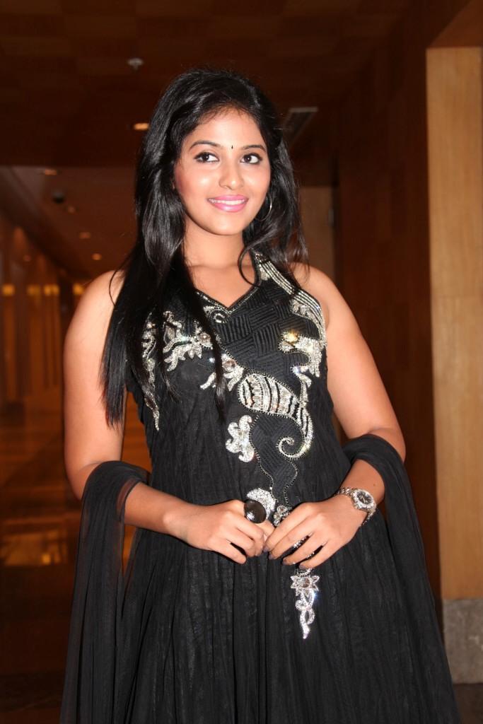 Anjali Posed For Camera At Balupu Movie Logo Launch