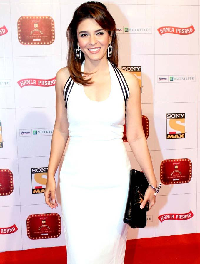 Raageshwari In A White Gown On Red Carpet At Stardust Awards 2013