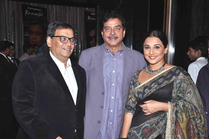 Subhash With Shatrughan And Vidya Nice Pose At Subhash Ghai Birthday Bash