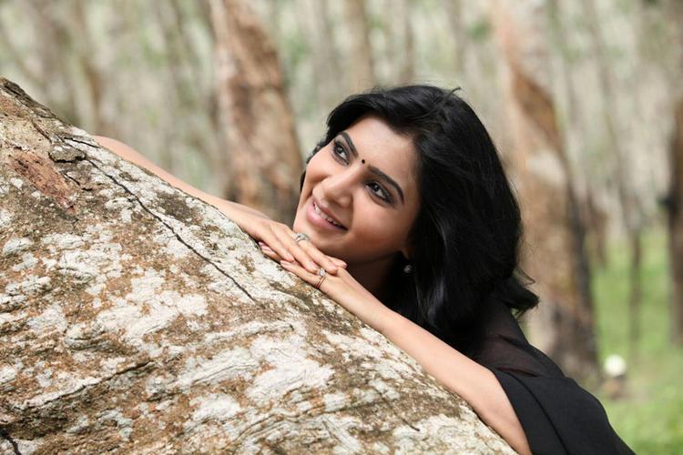 Samantha Cute Smiling Still From Movie Jabardasth