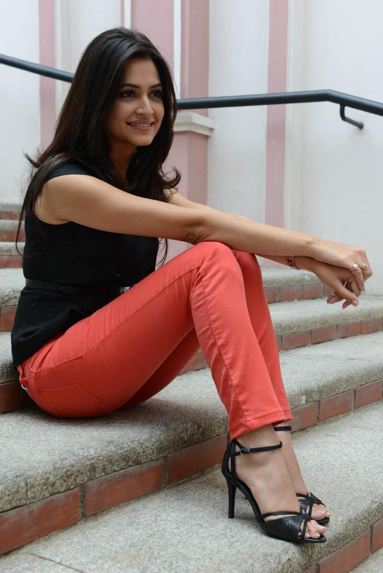 Kriti Smiliong Photo Pose On Steps At Ongole Githa Press Meet