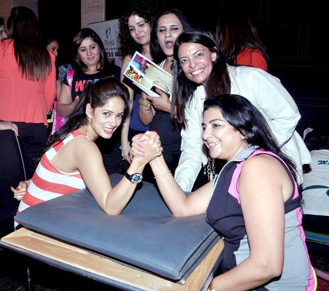 Vidya Malvade and Yasmin Morani engage in some arm wrestling at a brunch organised by Leena Mogre and Kiran Datwani