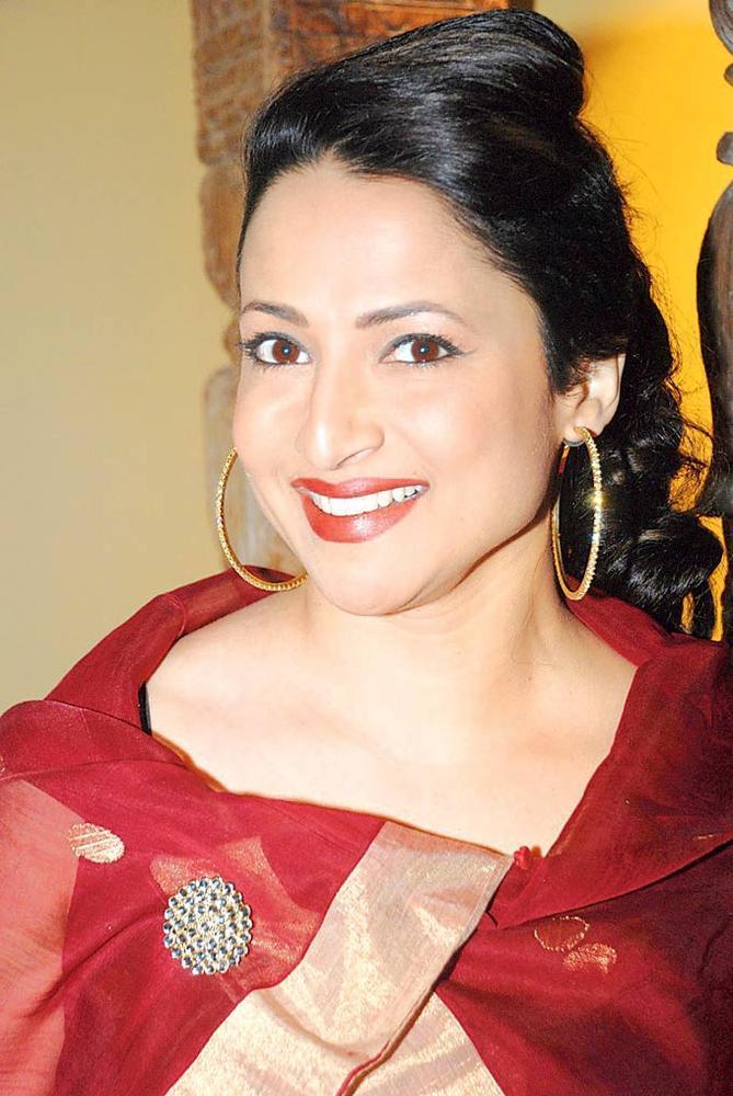Tanuja Padwal Smiles On At The Kala Ghoda Arts Festival 2013