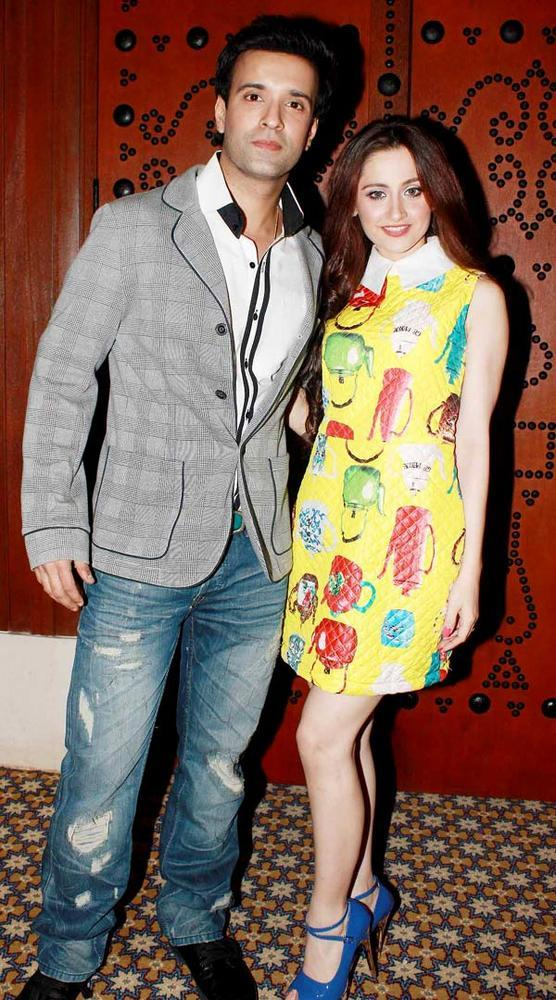 Aamir With Wife Sanjeeda Nice Pose For Camera At Great Women Achievers Awards 2013