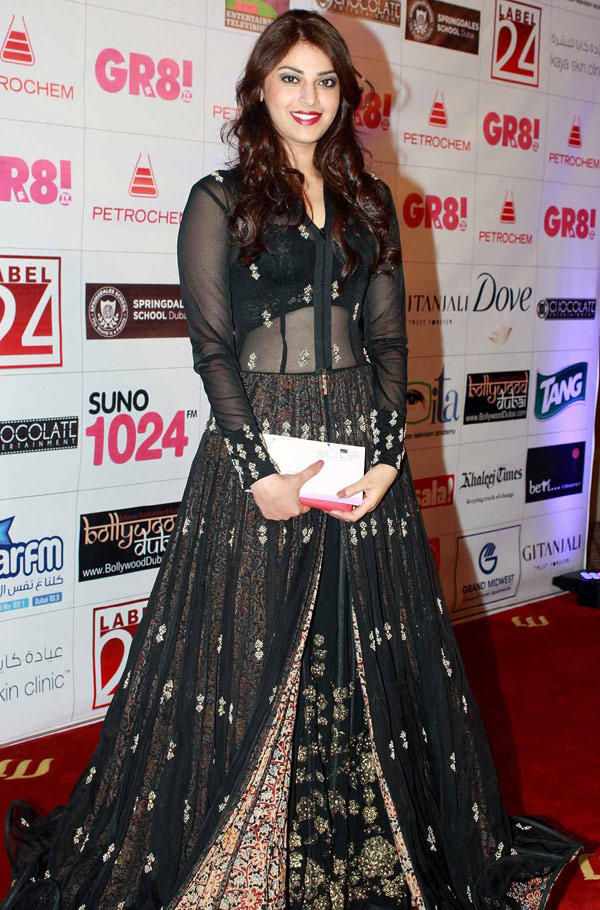 Anushka Posed For Camera At Great Women Achievers Awards 2013