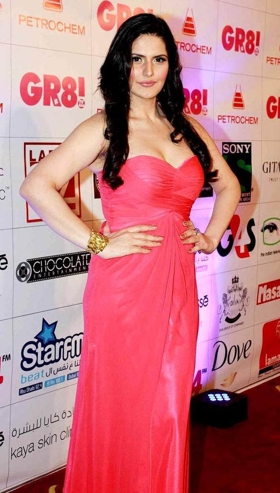 Zarine Looked Hot In A Red Gown At Great Women Achievers Awards 2013