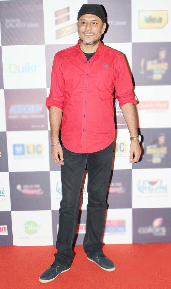 Abhishek Kapoor Smiling Pose At Radio Mirchi Music Awards Red Carpet 2013