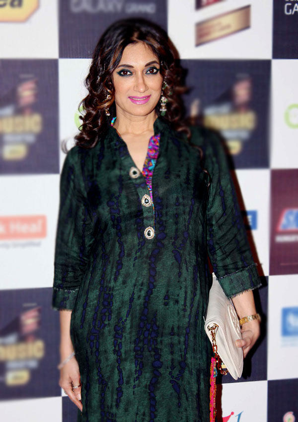 Lucky Morani Spicy Look At Radio Mirchi Music Awards Red Carpet 2013