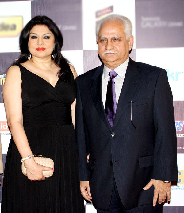 Ramesh With Wife Kiran Attend The Radio Mirchi Music Awards Red Carpet 2013