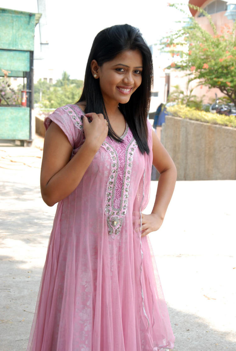 Sonali Smiling Look At Parinaya Wedding Fair 2013 Launch Event