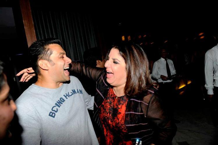 Salman Khan And Farah Khan Cool Smiling Pose At Bombay Times 18th Anniversary Bash 2013