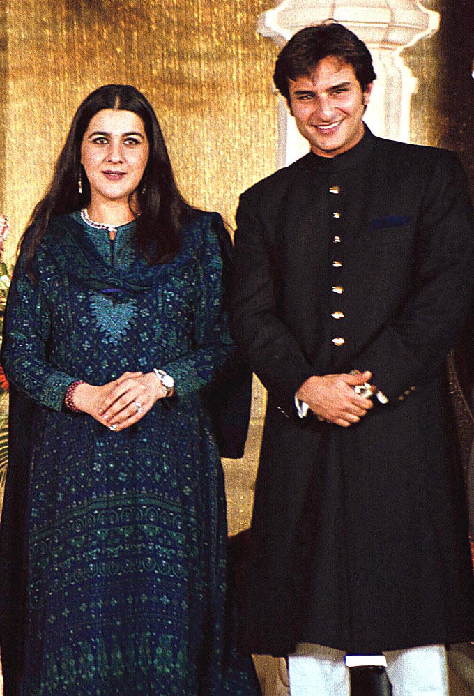 Saif Ali Khan And Amrita Singh Nice Look Photo