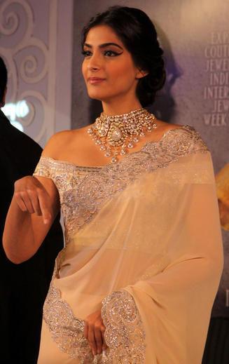 Bollywood Diva Sonam Kapoor At India International Jewellery Week 2013