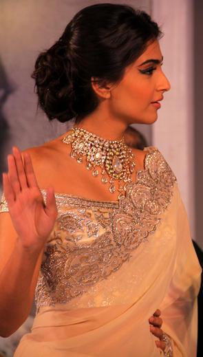 Sonam Kapoor Charming Look In Saree At India International Jewellery Week 2013