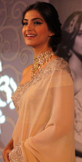 Sonam Kapoor Cute Smiling Still At GJEPC Press Conference 2013