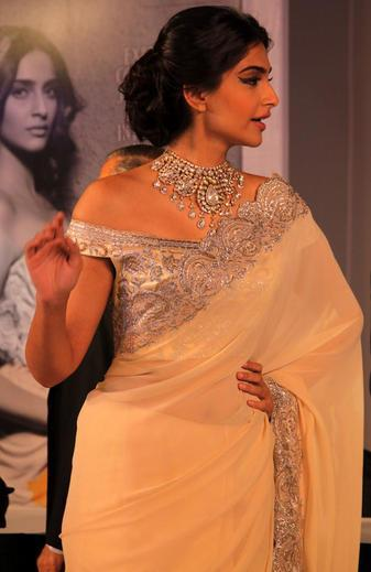 Sonam Kapoor Fashionable Look At GJEPC Press Conference 2013