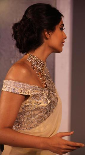 Sonam Kapoor Side Look Photo At GJEPC Press Conference 2013