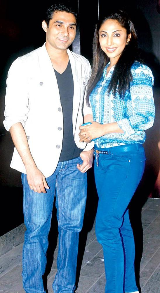 Mazher Sayed And Mouli Ganguly Dazzling Look At Gehna Valentine Evening Party 2013