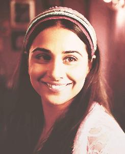 Vidya Balan Dazzling Look Smiling Still From Ghanchakkar Movie