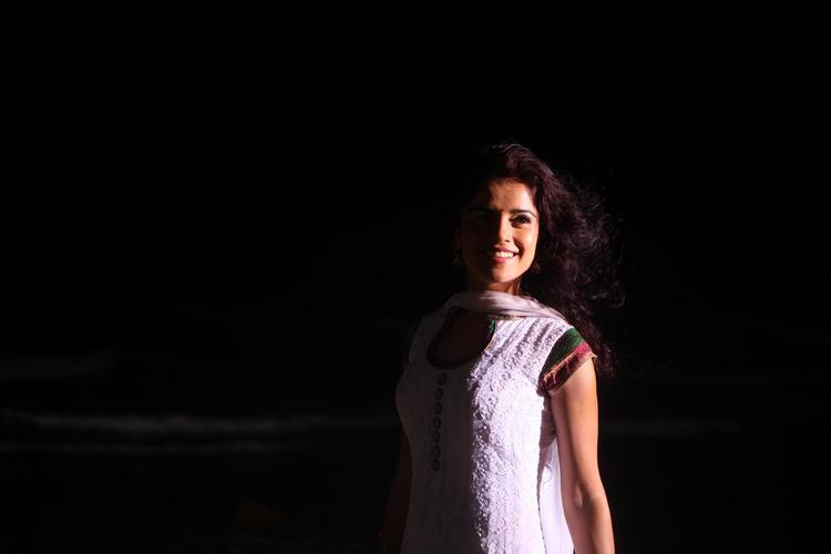 Piaa Bajpai Cute Smiling Photo Still From Back Bench Student