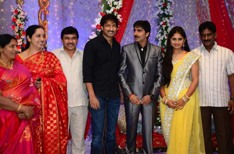 Gopichand With Wife And Gopichand Strike A Pose At His Wedding Reception