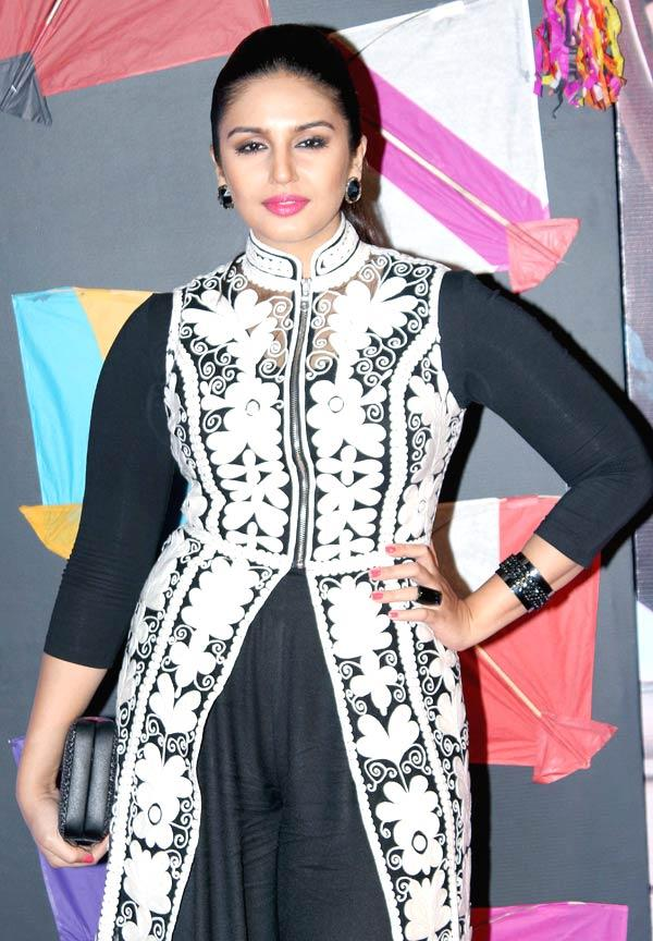 Huma Spotted In A Cream Pankaj And Nidhi Tunic At Kai Po Che Premiere Show Event