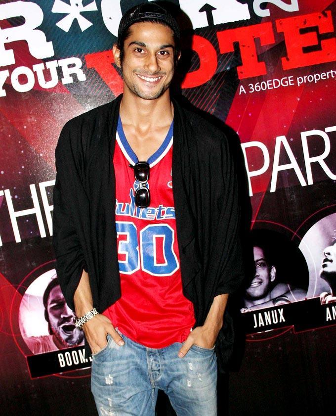 Prateik Babbar Flashes A Smile At My Fav DJ Awards 2013