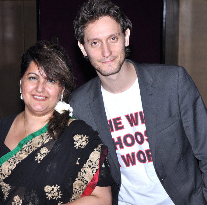 Lior With Raell Padamsee Posed For Camera At His Mind Read Show