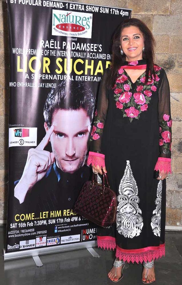 Sanngeeta Posed For Camera At Lior Suchard Mind Read Show
