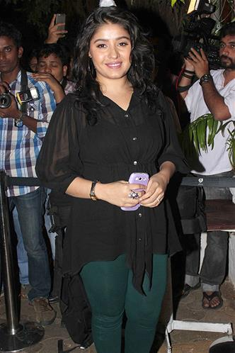 Sunidhi Posed For Camera At Sanjay Leela Bhansali Birthday Bash