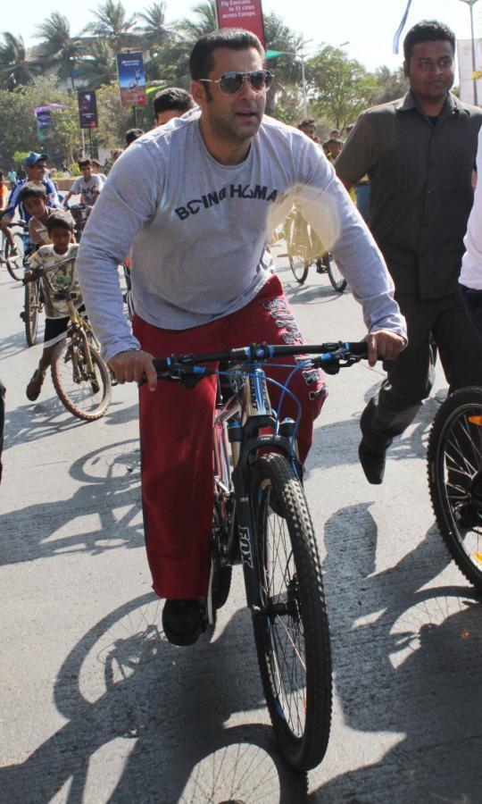Salman Khan Cycles At Carter Road On Mumbai Car Free Day