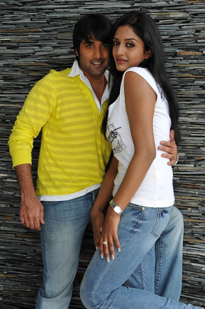 Tarun And Vimala Cosy Photo Still From Chukkalanti Ammayi Chakkanaina Abbayi