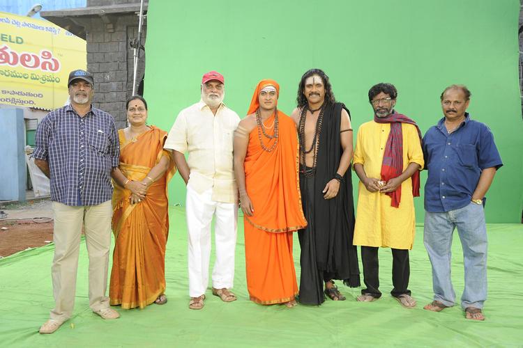 Nagarjuna Posed On The Sets Of Sri Jagadguru Adi Shankara Movie