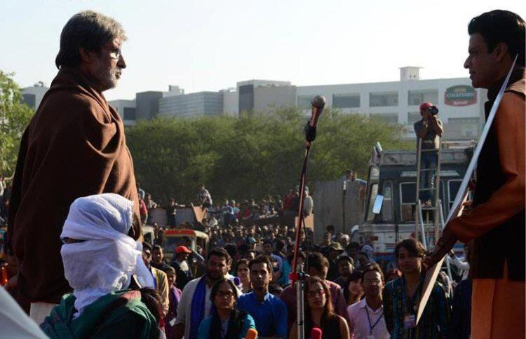 Amitabh And Manoj During A Scene On The Sets Of Satyagraha